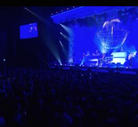 chandelier-rental-concert-Caro-Emerald