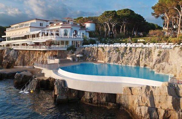 Hotel Du Cap Pool Sml 710x395 1 600x395